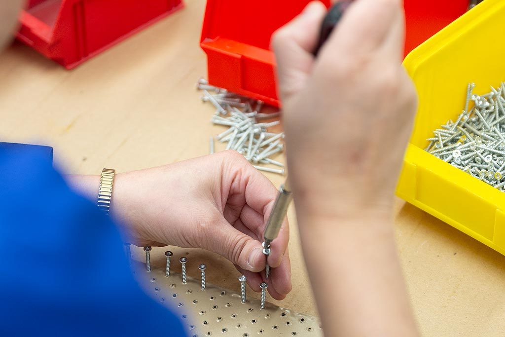 Arbeiten in der Behinderten Werkstatt Reinsdorf